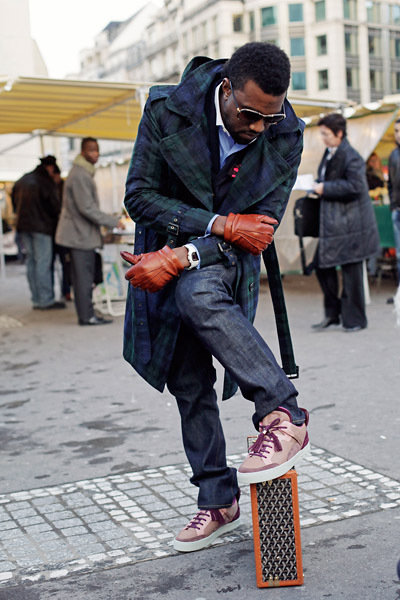 At Fashion Week in Milan 09: Let me higher elavate his ego:..great coat and jeans!