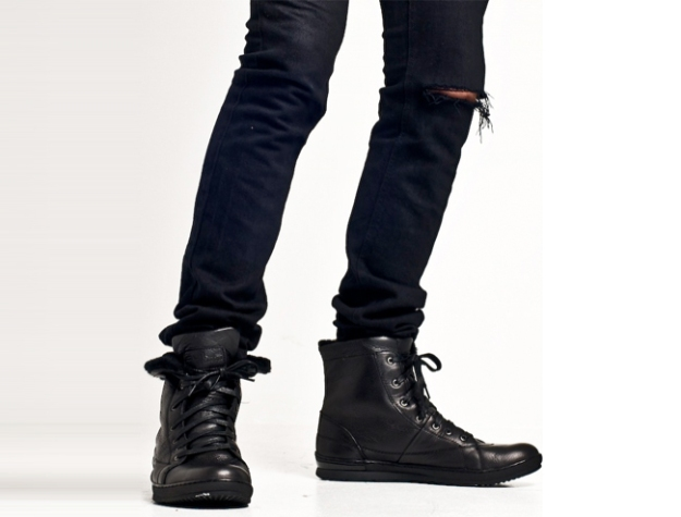 This is a well lined sneaker. Great for versatile looks.